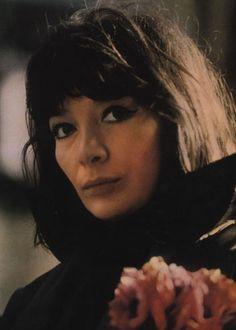 JULIETTE GRECO est une grande chanteuse française qui a tourné une vingtaine de films pour le cinéma et la télévision. La carrière de Juliette Gréco s'est déroulée dans un contexte de bohème et d'existentialisme dans le scintillement de la société des...