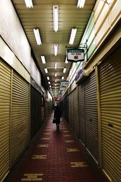 Walkway in Motomachi. Kobe, Japan. 18nov14.