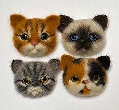 Картинки по запросу сухое валяние броши Needle Felted Cat, Needle Felted Animals, Felt Animals, Felt Cat, Felt Decorations, Felting Tutorials, Felt Brooch, Cat Crafts, Nuno Felting