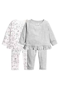 Pyjamas in patterned organic cotton jersey. Long-sleeved top with a frill trim at the hem. Leggings with an elasticated waist. Kids Nightwear, Girls Sleepwear, Newborn Girl Outfits, Kids Outfits, Cute Nightgowns, Kids Pjs, Frocks For Girls, Fashion Kids, Pyjamas