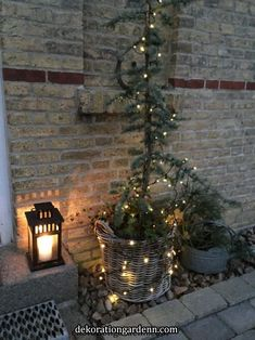 """"""" Deco fans will appreciate and others will find inspiration. Hygge Christmas, Natural Christmas, Christmas Porch, Scandinavian Christmas, Country Christmas, Outdoor Christmas, Simple Christmas, Beautiful Christmas, Winter Christmas"""