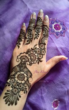 latest mehndi designs for brides 2011 Small Henna Designs, Eid Mehndi Designs, Beautiful Henna Designs, Latest Mehndi Designs, Henna Tattoo Designs, Simple Henna Tattoo, Henna Tattoo Hand, Henna Mehndi, Mehendi