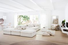 House Tour: Another view of a super-stylish all white interior. The seating area is shown here. Photo: Three Birds Renovations/Raja Homewares. Living Area, Living Spaces, Open Living Rooms, Engineered Timber Flooring, Architecture Renovation, Futuristic Architecture, House Architecture, Modern Mediterranean Homes, Three Birds Renovations