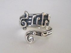 I can't even BEGIN to describe how much I need this ring in my life.