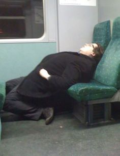 73 People Caught Napping In Funny And Uncomfortable-Looking Ways Sleeping Pose, Girl Sleeping, Boyfriend Sleeping, Netflix Free Trial, Funny Today, People Sleeping, Man Set, How To Get Sleep, Take A Shower