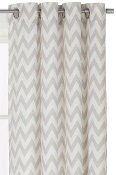 Ellos Home Öljettlängd Christel, 2-pack med modernt retroinspirerat, tryckt mönster. Öljetter i silvermetall. Vävd av 100% bomull. Tvätt 40°. Bredd 145 cm. Finns i två längder: 220 och 250 cm.