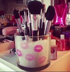 #Lip Decorated #DIY Makeup Brush Holder