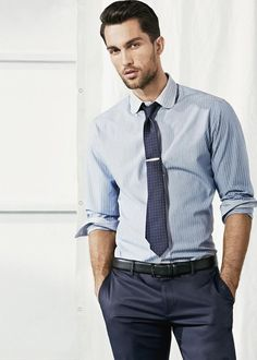 Wish I had a coworker who looked like this