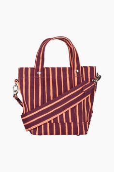 The Pikku Peruskassi bag is made of heavyweight cotton canvas in the Piccolo pattern, which is printed in Helsinki. The bag has handles and a wide detachable shoulder strap. There is a zipper pocket and a magnetic button closure on the inside. Bow Bag, Marimekko, Bold Prints, Bago, Accessories Shop, Cotton Canvas, Louis Vuitton Damier, Shopping Bag, Shoulder Strap