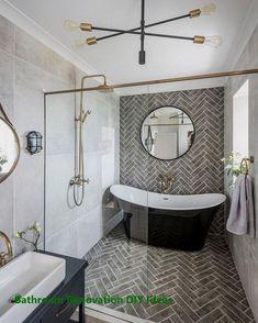 Badezimmerfliesen 25 Modern Master Bathroom Renovation Ideas to Consider Bathroom Tile Designs, Bathroom Design Small, Bathroom Interior Design, Bath Design, Bathroom Trends, Bathroom Layout, Restroom Design, Restroom Ideas, Bathroom Updates