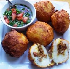 Papas Rellenas Stuffed Potato Balls: 1 lb ground beef or turkey 2 lbs hot mashed… Puerto Rican Recipes, Mexican Food Recipes, Ethnic Recipes, Papa Rellena Recipe Puerto Rican, Comida Latina, Plats Latinos, Comida Boricua, Puerto Rico Food, Tater Tots