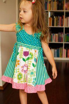 Sommerkleid für Mädchen nach dem Schnittmuster TINI von farbenmix selber nähen