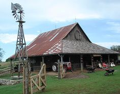 Weston Red Barn Farm allows you to tour a turn of the century farm, just NW of Kansas City, Mo and northeast Kansas.