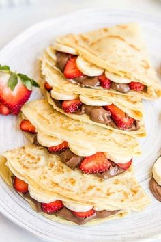 Looking to step up your crepe making game? Check out these amazing crepe recipe… Looking to step up your crepe making game? Check out these amazing crepe recipes to get stared! Think Food, Love Food, Sweet Crepes Recipe, Homemade Crepes, Homemade Sweets, Homemade Recipe, Breakfast Recipes, Dessert Recipes, Breakfast Ideas
