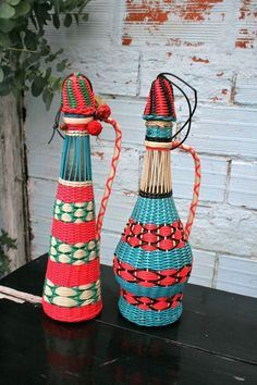 scoubidous Diy Crafts For Gifts, Arts And Crafts, Plastic Lace Crafts, Plastic Bottles, Plant Hanger, Macrame, Weaving, Crafty, Baskets