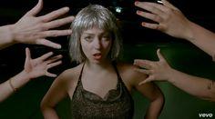 """Video: Angel Olsen – """"Shut Up Kiss Me"""""""