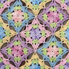 Little Wildflower Square inspired by nature  - free pattern @ crochet_millan