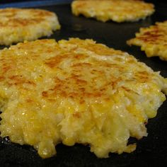 Cheesy Cauliflower Cakes @keyingredient #cheese #cheddar #cheesy