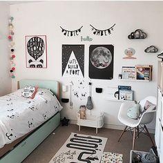 Decoração muito linda, amei 🌌❤ Bedroom Wall, Girls Bedroom, Bedroom Decor, Cute Room Decor, Baby Decor, Dream Rooms, New Room, Home Decor Accessories, Dorm Room