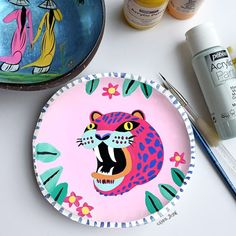 Handmade and painted wildcat ceramic plate for day I was . Handmade and painted wildcat ceramic plate for day I was inspired by ag … Painted Plates, Hand Painted Ceramics, Pottery Painting, Ceramic Painting, Ceramic Clay, Ceramic Pottery, Painting Inspiration, Art Inspo, Creation Art