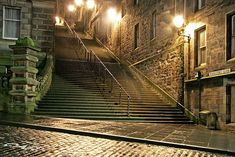 when i think of edinburgh this is one of the first places that comes to mind. warriston's close.