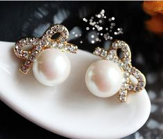 Vintage Pearl Bow Earring studs