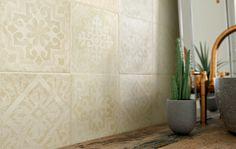 Inspirowana wzorzystymi posadzkami z lat 20-tych kolekcja Wawel Ceramiki Paradyż wpisuje się w bieżący trend fascynacji naturalnymi fakturami zamkniętymi w formach geometrycznych. natura | inspiracje | wnętrza | łazienka | kuchnia | salon |mieszkanie | home | nature | nature design | bathroom inspiration I ceramic | ceramic tiles | design ideas I accesories |