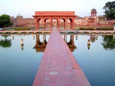 The Shalimar Gardens, Lahore, Pakistan - April 2008 Mughal Architecture, Historical Architecture, History Of Pakistan, Pakistan Travel, Lahore Pakistan, Mughal Empire, World Heritage Sites, Travel Photos, National Parks