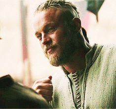 Find images and videos about gif, man and actors on We Heart It - the app to get lost in what you love. Travis Vikings, Vikings Travis Fimmel, Viking 1, Viking Series, Ragnar Lothbrok Vikings, Netflix, Vikings Tv Series, Viking Culture, Popular Tv Series