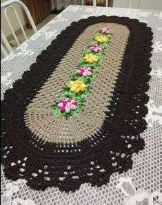 Tapetes De Crochê Jogo De Cozinha Em Crochê Pronta Entrega - R$ 110,00 Crochet Flower Patterns, Doily Patterns, Crochet Flowers, Crochet Dollies, Knit Crochet, Yarn Crafts, Diy And Crafts, Crochet Table Runner, Crochet Kitchen