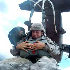 Have a great jump into your week! Airborne! #idontlikeMondays #aatw #airborne #paratrooper #1143rd #abn #txarng #usarmy #unitedstatesarmy #c130 #hercules #usaf #unitedstatesairforce #gear4grunts