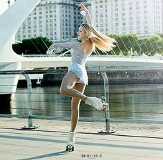 I love it, pure passion, the sensation when skating seems to fly that's why I love it . Retro Roller Skates, Roller Derby, Roller Skating, Ice Skating, Figure Skating, Roller Disco, Pose Reference Photo, Skate Girl, Foto Casual