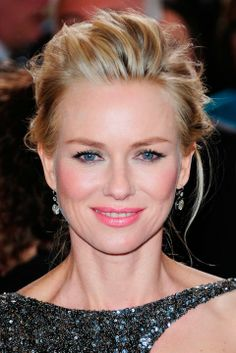 Naomi Watts at the Oscars 2013 Hair and Beauty Pati used Chanel Stylo Yeux Waterproof Eyeliner in Gris and Noir Intense ($30) smudged in the inner rims and lash lines. Then she added dry pencil to give the product hold and a more intense color. Finally, a metallic shadow in Fantasme and Epatant ($36) pulled in the metallic details of the dress. Her lip color was Chanel Crème Lip Colour in Mademoiselle ($34).