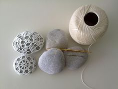 Make you own crocheted lace covered rock! http://www.missusd.com/2011/07/hot-to-crocheted-lace-covered-lace_21.html #DIY #crochet #Missus D