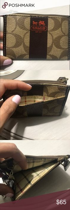 Authentic Coach Card/Coin Wallet Great condition - coin/card holder with key chain connected. Coach Accessories Key & Card Holders