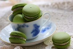 Matcha macaroons Material  Granulated sugar 150g Water 40g Egg white 75g  * Use for (those baked macaroon) macaroon cock, 90g of remaining in use butter cream 90g the meringue.  Almond powder 60g Powdered sugar 65g Matcha 5g Egg white 25g  (Fermentation) butter 150g I (soften) 90g thing you have boiled Dainagon