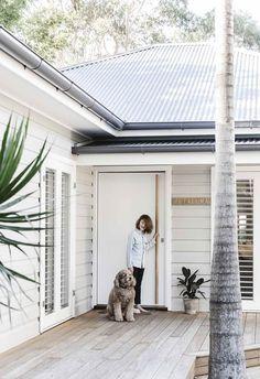 Tour bellaMumma Nikki Yazxhi's stunning renovated home Australian Beach house dreams Beach Cottage Style, Beach House Decor, Coastal Style, Home Decor, Beach Cottage Exterior, Nautical Style, Exterior House Colors, Exterior Paint, White Exterior Houses