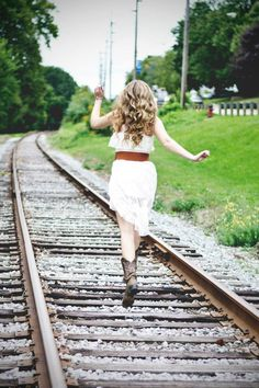 Country girl senior pictures . Summer love . Blonde  . Rail road tracks