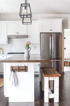 45 Ideas for farmhouse diy kitchen benches Kitchen Benches, Kitchen Stools, Kitchen Dining, Kitchen Decor, Kitchen Ideas, Kitchen Counters, Soapstone Kitchen, Maple Kitchen, Nice Kitchen