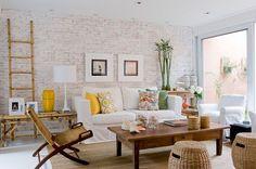 Tijolinhos aparentes na parede do sofá2