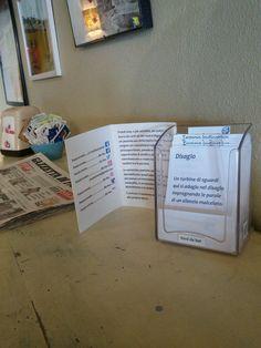 E una seconda tornata di #versidabar al Kikko assistenza enogastronomia in via d'Azeglio, Parma.  #parma #errantpoetry #poesiaerrante #poesiadistrada #streetpoetry #poesia #poetry #words #salviettepoetiche #salviette #bar #igers #igersitalia #igersparma #cleaning #stendiversomio #marea #altamarea