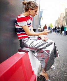 London Fashion Week street style- striped top and silver metallic skirt- that would be a yes. Trend Fashion, Look Fashion, Daily Fashion, Fashion Outfits, Womens Fashion, Milan Fashion, Fashion Ideas, Winter Fashion, Net Fashion