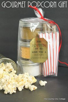 Gift in a Jar Gourmet Popcorn Gift -- add your seasoning mixes to mason jars for a great handmade gift in a jar!Gourmet Popcorn Gift -- add your seasoning mixes to mason jars for a great handmade gift in a jar! Homemade Christmas Gifts, Xmas Gifts, Homemade Gifts, Christmas Diy, Santa Gifts, Mason Jar Meals, Mason Jar Gifts, Mason Jars, Gift Jars