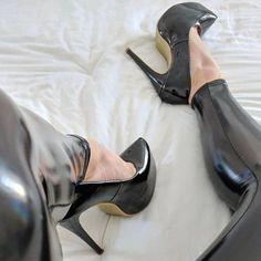 💝✯💝✯💝 - Heels Baby´s / Legs are Women´s Weapon - Damen Schuhe Extreme High Heels, Very High Heels, Platform High Heels, Black High Heels, High Heels Stilettos, High Heel Boots, Heeled Boots, Black Stiletto Heels, Nylons Heels