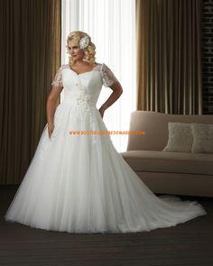 Robe de mariée grande taille tulle avec manche dentelle fleurs