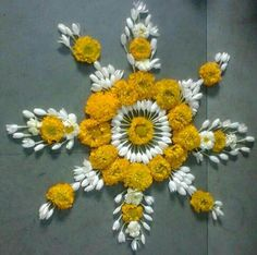 Rangoli Designs Flower, Rangoli Patterns, Colorful Rangoli Designs, Rangoli Ideas, Rangoli Designs Diwali, Diwali Rangoli, Flower Rangoli, Beautiful Rangoli Designs, Diwali Diy