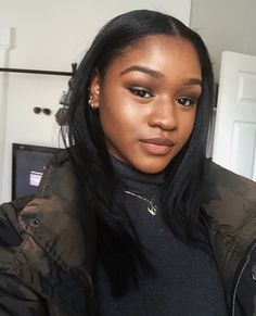 Wear Shimmery Eyeshadow for a Day-to-Night Makeup Look Natural Hair Short Cuts, Natural Hair Tips, Natural Hair Styles, Weave Hairstyles, Pretty Hairstyles, Straight Hairstyles, Dark Skin Makeup, Night Makeup, Types Of Curls