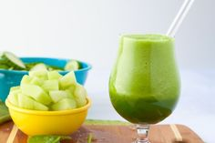 Green Energy Smoothie 1 cucumber, seeded and sliced 3 cups raw spinach 2 cups honeydew melon, cubed [about a medium sized melon] 1 cup organic green tea 1 tsp lemon juice inch fresh ginger root Energy Smoothies, Healthy Smoothies, Healthy Drinks, Green Smoothies, Low Calorie Smoothie Recipes, Breakfast Smoothies, Healthy Meals, Juice Smoothie, Smoothie Drinks