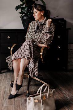 Am Modeblog findest du heute schöne Zweiteiler Outfits für den Alltag und fürs Büro. Ich zeige dir Rock und Bluse Kombinationen, Paperbag-Hosen Stylings, Shorts und Blazer Sets sowie lässige weitere Outfit-Ideen für jeden Tag. www.whoismocca.com #zweiteiler #bürooutfit
