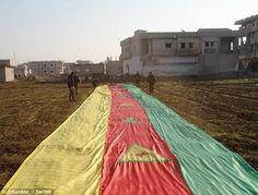 """Kurdos Izan """"La Bandera De La Victoria"""" Contra El Terrorismo: Expulsan De Kobane Al Estado Islámico"""